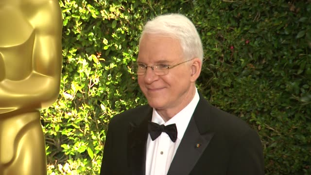 steve martin at academy of motion picture arts and sciences' governors awards in hollywood ca on - スティーブ マーティン点の映像素材/bロール