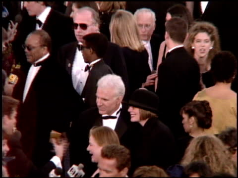 steve martin at the 1995 academy awards arrivals at the shrine auditorium in los angeles, california on march 27, 1995. - shrine auditorium 個影片檔及 b 捲影像