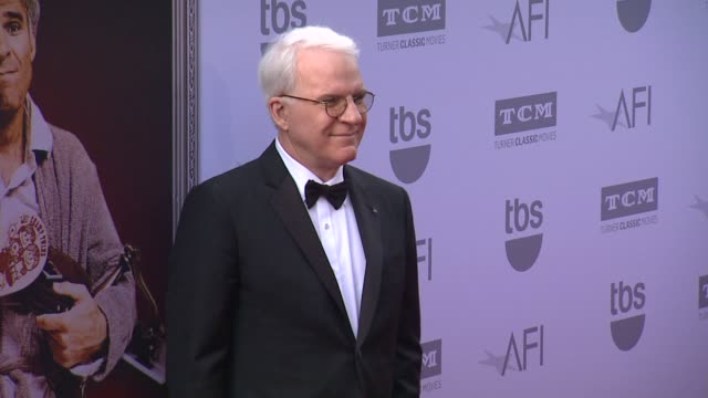 vídeos de stock, filmes e b-roll de steve martin at the american film institute's 43rd life achievement award gala tribute to steve martin at dolby theatre on june 04 2015 in hollywood... - american film institute