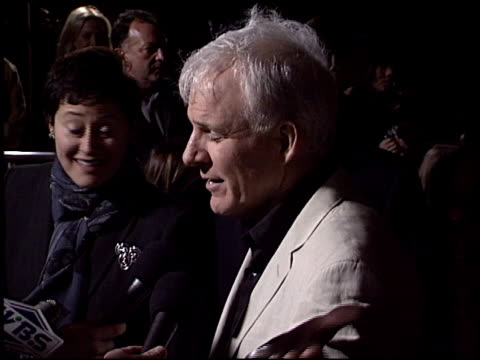 steve martin at the 'bringing down the house' premiere at the el capitan theatre in hollywood california on march 2 2003 - スティーブ マーティン点の映像素材/bロール