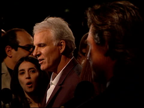 steve martin at the premiere of 'the outoftowners' at paramount studios in hollywood california on march 29 1999 - スティーブ マーティン点の映像素材/bロール