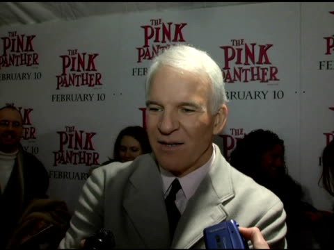 vídeos y material grabado en eventos de stock de steve martin on remaking a classic film and on working on his french accent at the 'the pink panther' world premiere at the ziegfeld theatre in new... - steve martin