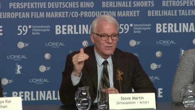 steve martin on why he doesn't make the same films as he did years ago and how he's evolved over the years at the 59th berlin film festival pink... - スティーブ マーティン点の映像素材/bロール