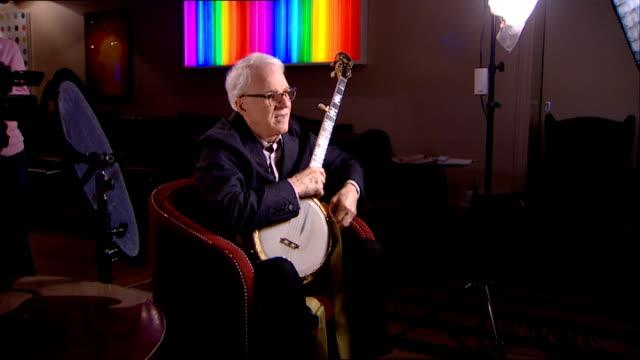 steve martin playing banjo sot - banjo stock-videos und b-roll-filmmaterial