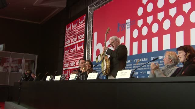 steve martin plays banjo at the 59th berlin film festival pink panther 2 press conference at berlin - banjo stock videos & royalty-free footage