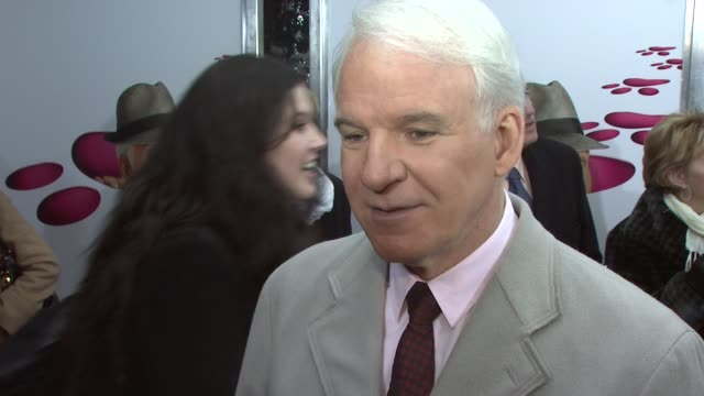 vídeos y material grabado en eventos de stock de steve martin speaks spanish on working with andy garcia on the funniest part of the movie on doing action movies at the world premiere of the pink... - steve martin