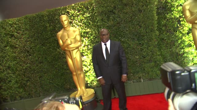 vídeos de stock, filmes e b-roll de steve mcqueen at academy of motion picture arts and sciences' governors awards in hollywood, ca, on . - academy of motion picture arts and sciences