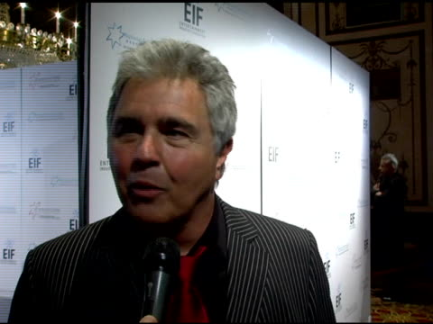 Steve Tyrell discusses what he'll perform for the evening singing a brief interlude for the camera performing for the 2nd time both her and Katie...