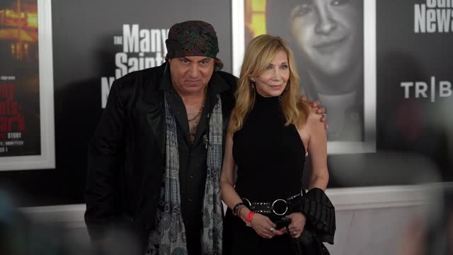 """steve van zandt and maureen van zandt attend the """"the many saints of newark"""" tribeca fall preview at beacon theatre on september 22, 2021 in new york... - スティーブン ヴァン ザント点の映像素材/bロール"""