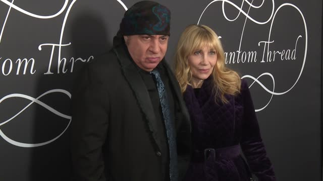 """steve van zandt at """"phantom thread"""" new york premiere presented by focus features and annapurna pictures at harold pratt house on december 11, 2017... - スティーブン ヴァン ザント点の映像素材/bロール"""