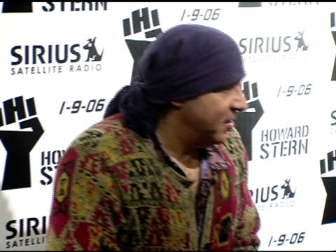 steve van zandt at the howard stern last day live event arrivals and inside at hard rock cafe in new york, new york on december 16, 2005. - スティーブン ヴァン ザント点の映像素材/bロール