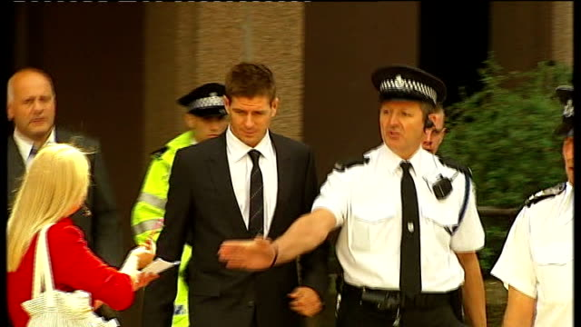 vidéos et rushes de court arrival and departure merseyside liverpool liverpool crown court ext steven gerrard along and into court with legal team/ steven gerrad out of... - autographe