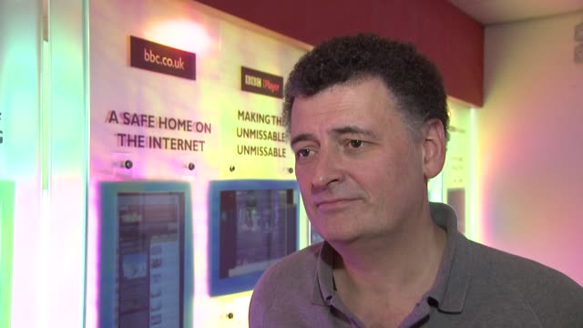 stockvideo's en b-roll-footage met interview steven moffat on the new tardis at the doctor who cast discuss christmas special 2012 bbc television centre 18th december 2012 - doctor who