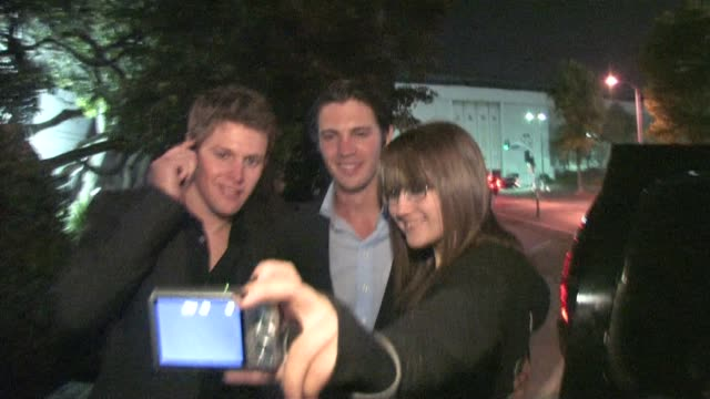 stockvideo's en b-roll-footage met steven r mcqueen zach roerig at the wilshire ebell theatre in los angeles at the celebrity sightings in los angeles at los angeles ca - wilshire ebell theatre