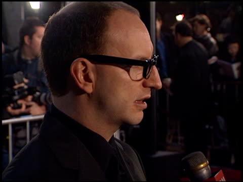 steven soderbergh at the 'erin brockovich' premiere on march 14, 2000. - erin brockovich film title stock videos & royalty-free footage
