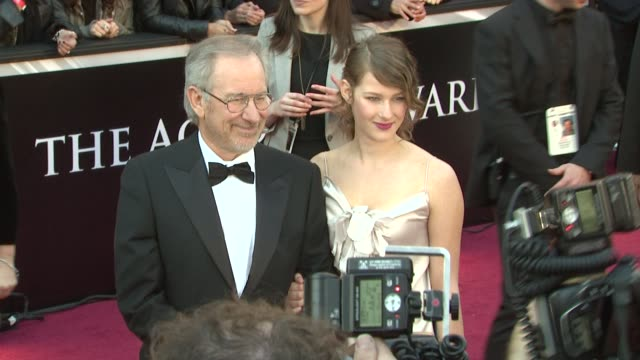 stockvideo's en b-roll-footage met steven spielberg and daughter at the 83rd annual academy awards arrivals at hollywood ca - steven spielberg