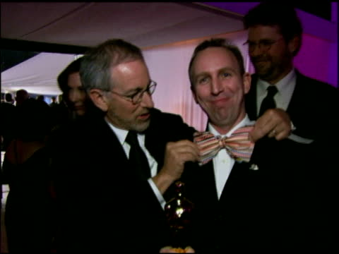 steven spielberg and steve box at the 2006 academy awards governor's ball at the kodak theatre in hollywood california on march 5 2006 - steven spielberg stock videos & royalty-free footage