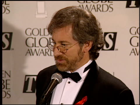 stockvideo's en b-roll-footage met steven spielberg at the 1994 golden globe awards at the beverly hilton in beverly hills california on january 22 1994 - steven spielberg