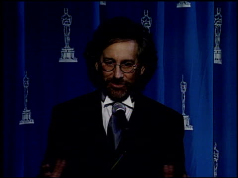 steven spielberg at the 1995 academy awards granada tv at the shrine auditorium in los angeles california on march 27 1995 - 67th annual academy awards stock videos & royalty-free footage