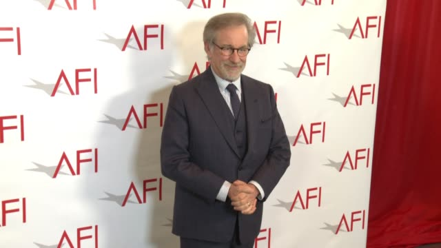 stockvideo's en b-roll-footage met steven spielberg at the afi awards luncheon on january 05 2018 in los angeles california - steven spielberg