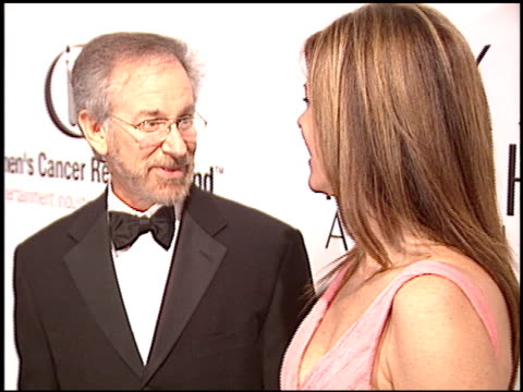 vídeos de stock, filmes e b-roll de steven spielberg at the eif courage awards at the regent beverly wilshire hotel in beverly hills, california on march 1, 2004. - regent beverly wilshire hotel