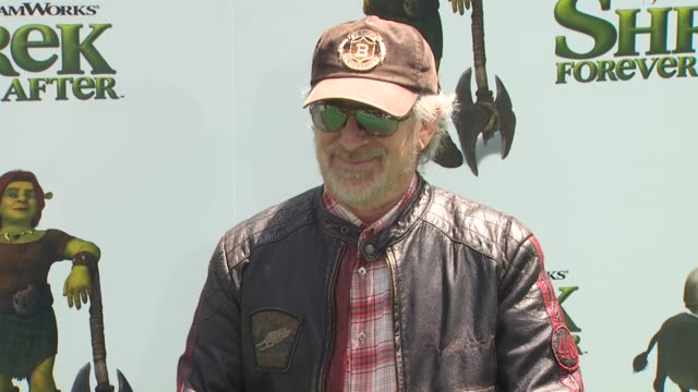 stockvideo's en b-roll-footage met steven spielberg at the 'shrek forever after' premiere at universal city ca - steven spielberg