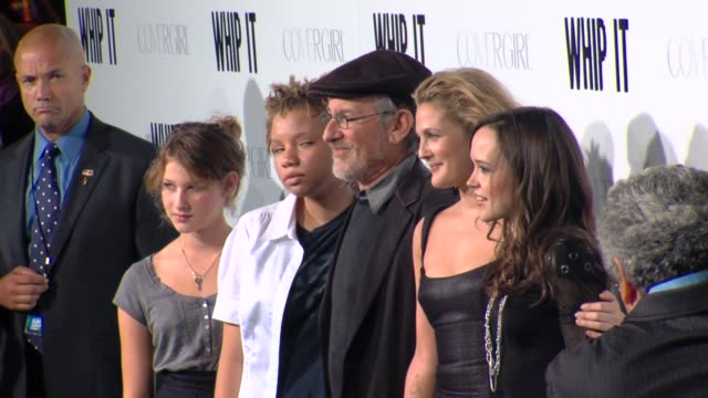 stockvideo's en b-roll-footage met steven spielberg drew barrymore ellen page at the 'whip it' premiere at hollywood ca - steven spielberg