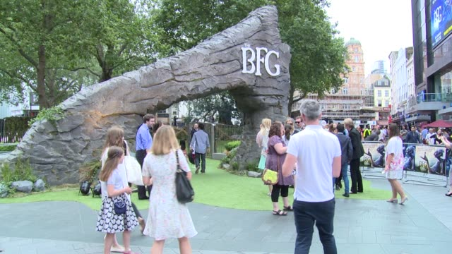 CLEAN Steven Spielberg Mark Rylance Rebecca Hall Ruby Barnhill Ben Kingsley Lizzie Cundy on July 17 2016 in London England