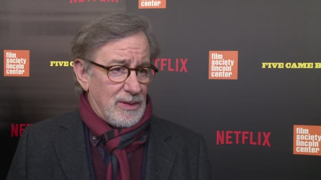 stockvideo's en b-roll-footage met interview steven spielberg talks about his admiration of the five directors featured in the documentary at the five came back premiere at alice tully... - steven spielberg
