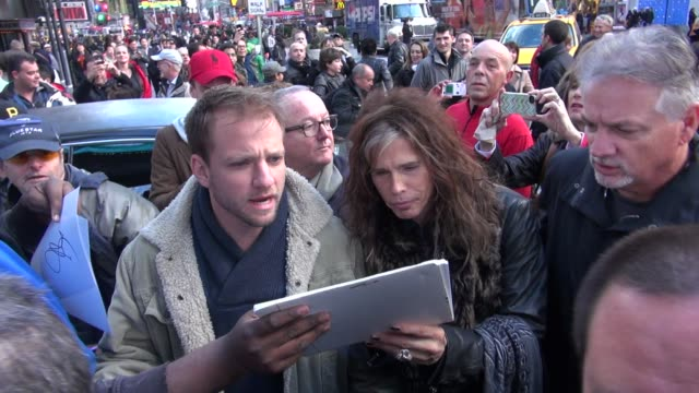 steven tyler of aerosmith signs for fans outside vh1 in new york, ny, on 11/02/12 - エアロスミス点の映像素材/bロール