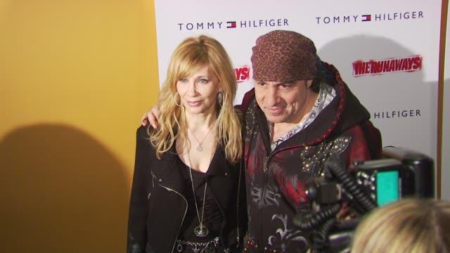 steven van zandt and maureen van zandt at the 'the runaways' new york premiere at new york ny. - スティーブン ヴァン ザント点の映像素材/bロール