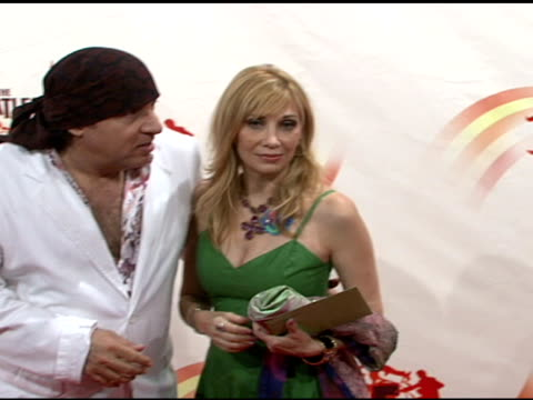 steven van zandt and wife maureen at the 'love': cirque du soleil celebratation of the musical legacy of the beatles at the mirage hotel and casino... - スティーブン ヴァン ザント点の映像素材/bロール