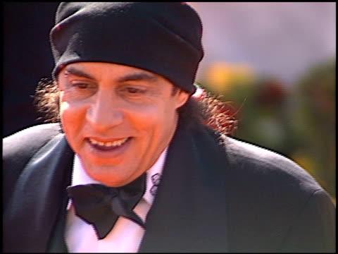 steven van zandt at the 2000 emmy awards at the shrine auditorium in los angeles, california on september 10, 2000. - スティーブン ヴァン ザント点の映像素材/bロール