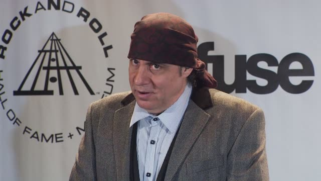 steven van zandt at the 25th annual rock and roll hall of fame induction ceremony - press room at new york ny. - スティーブン ヴァン ザント点の映像素材/bロール