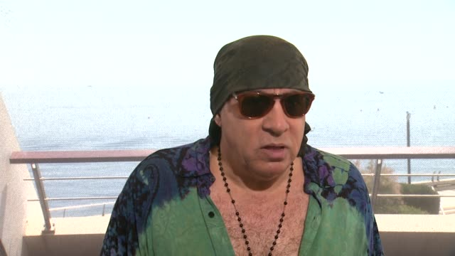 steven van zandt on the record numbers that watched the premiere of his show in norway at the 54th monte-carlo television festival - day 5 on june... - スティーブン ヴァン ザント点の映像素材/bロール
