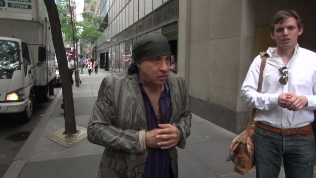 steven van zandt says he's unemployed while outside the today show in rockefeller center in celebrity sightings in new york, - スティーブン ヴァン ザント点の映像素材/bロール