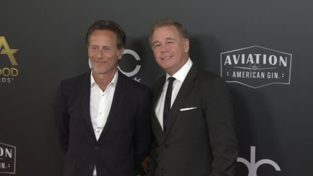 vídeos y material grabado en eventos de stock de steven weber and spencer garrett at the 22nd annual hollywood film awards at the beverly hilton hotel on november 04 2018 in beverly hills california - steven weber