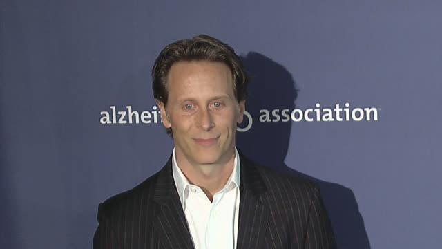 vídeos y material grabado en eventos de stock de steven weber at the 18th annual 'a night at sardi's' fundraiser and awards dinner at beverly hills ca - steven weber