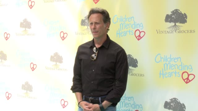 vídeos y material grabado en eventos de stock de steven weber at the children mending hearts 9th annual empathy rocks on june 11 2017 in los angeles california - steven weber