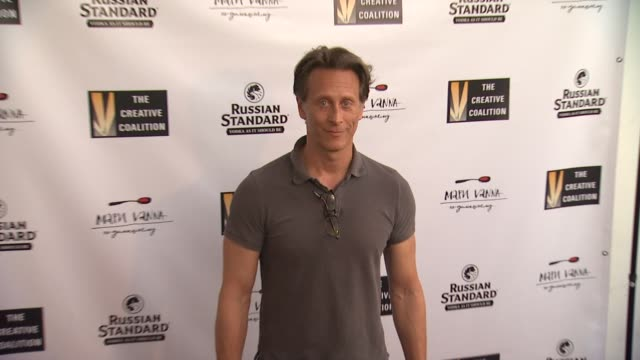 vídeos y material grabado en eventos de stock de steven weber at the creative coalition summer soiree at mari vanna la in west hollywood ca - steven weber