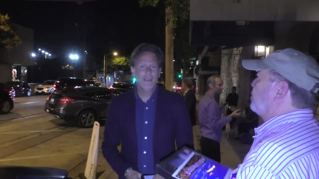 vídeos y material grabado en eventos de stock de interview steven weber on netflix becoming a big studio outside craig's in west hollywoodat celebrity sightings in los angeles on september 15 2018... - steven weber