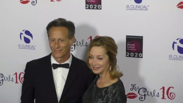vídeos y material grabado en eventos de stock de steven weber sharon lawrence at national breast cancer coalition's 16th annual les girls cabaret on october 16 2016 in los angeles california - steven weber