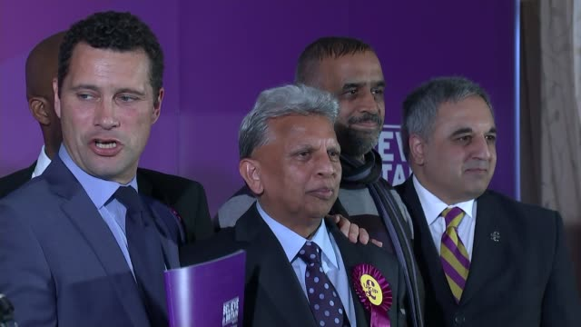 steven woolfe collapses in european parliament r15041504 / essex thurrock orsett ukip candidates on stage posing for photocall including steven woolfe - ジャッキー ロング点の映像素材/bロール