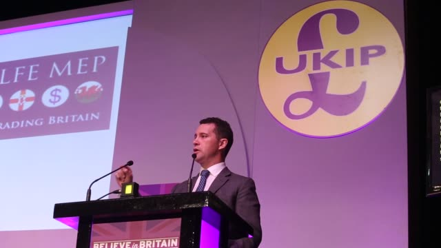 vídeos de stock e filmes b-roll de steven woolfe migration spokesman for the uk independence party speaks during the party's spring conference at the winter gardens in margate uk - porta voz masculino