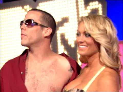 steve-o walking the 2007 mtv video music awards red carpet - steve o stock videos & royalty-free footage