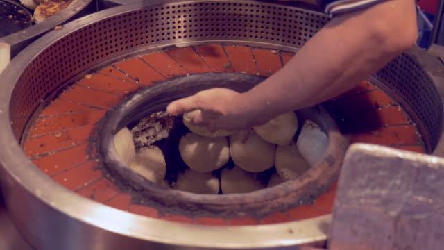 sticky buns at night market in taipei, taiwan - 台北市点の映像素材/bロール