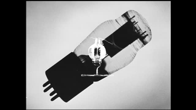 still image of light bulb with various other models superimposed on top of it - 1940 1949 bildbanksvideor och videomaterial från bakom kulisserna