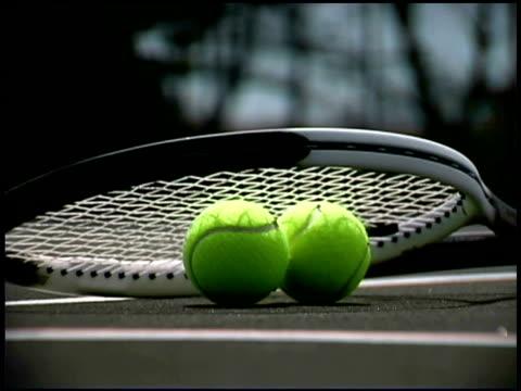 stockvideo's en b-roll-footage met still life of tennis balls and racket - kleine groep dingen