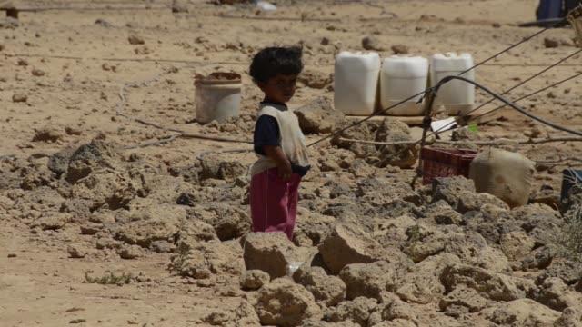 still on syrian toddler alone in jordanian refugee camp - シリア難民問題点の映像素材/bロール