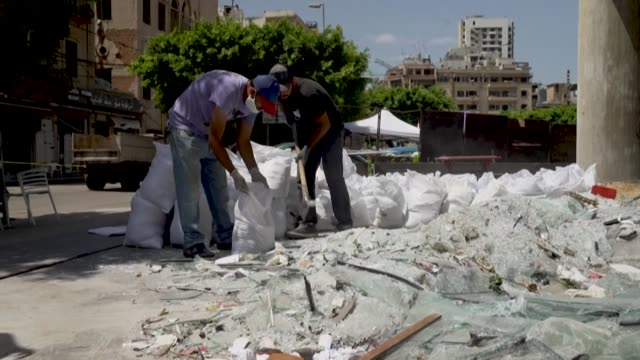 vídeos de stock, filmes e b-roll de still reeling from a deadly port blast that ravaged their beirut homes and businesses lebanese wearily brace themselves on the eve of a new... - brace